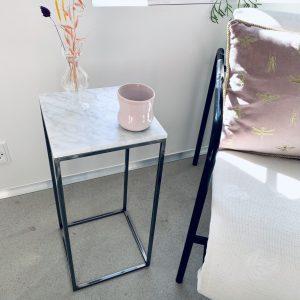 Bord med marmor
